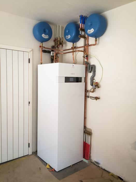 compacte aarde-water warmtepomp met interne boiler